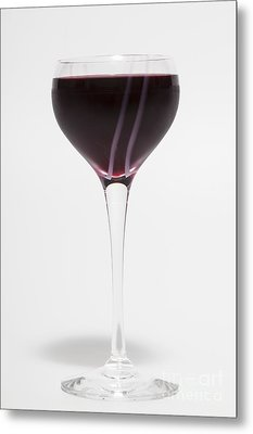 A Glass Of Red Wine Metal Print by Diane Macdonald