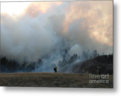 A Solitary Firefighter On The White Draw Fire Metal Print by Bill Gabbert