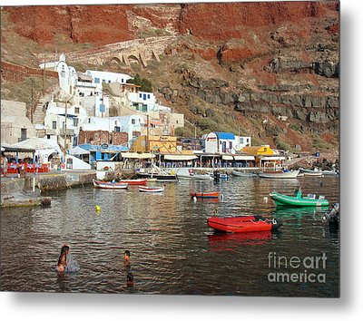 A Splash In Amoudi Bay  Metal Print by Suzanne Oesterling
