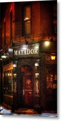 A Cold Night And A Warm Pub Metal Print by Mark Andrew Thomas