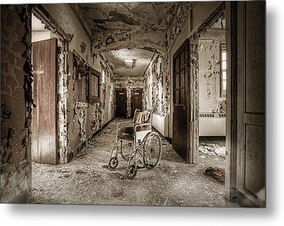 Abandoned Asylums - What Has Become Metal Print by Gary Heller