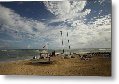 Abandoned Beach Metal Print by Mustafa Abdullah