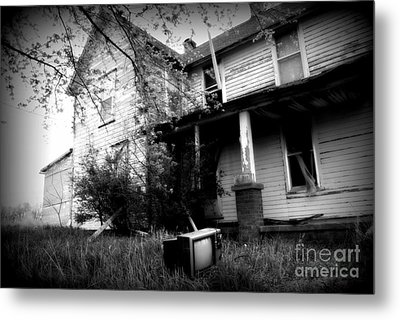 Abandoned Farm House Black And White Metal Print by Catherine Sherman