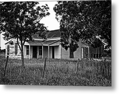 Metal Print featuring the photograph Abandoned Farmhouse by Andy Crawford
