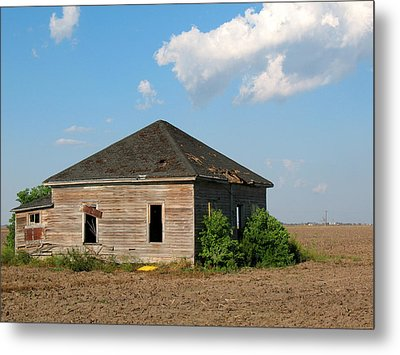 Abandoned House Metal Print by Connie Fox