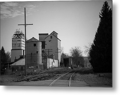 Abandoned Mill Metal Print by Richard LaVere