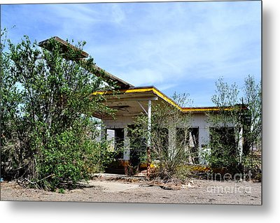 Metal Print featuring the photograph Abandoned Store by Utopia Concepts