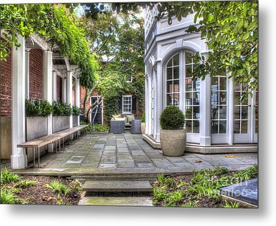 Metal Print featuring the photograph Alexandria Courtyard by ELDavis Photography