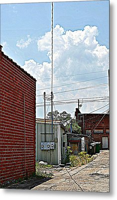 Alleyway Metal Print by Beverly Hammond