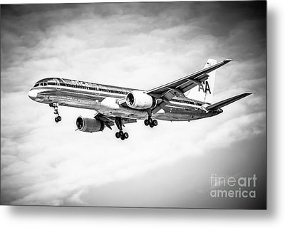 Amercian Airlines 757 Airplane In Black And White Metal Print by Paul Velgos