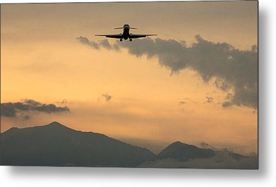 American Airlines Approach Metal Print by John Daly