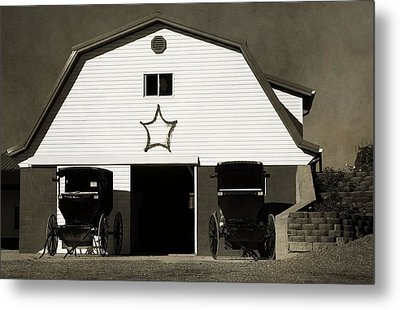 Amish Barn And Buggies Metal Print by Dan Sproul