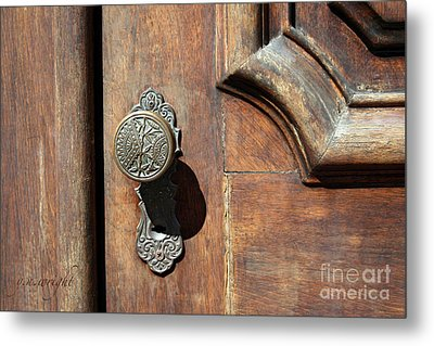 The Old Victorian Chic Metal Print by Yvonne Wright