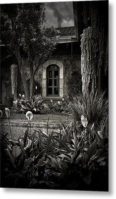 Antigua Garden Metal Print by Tom Bell