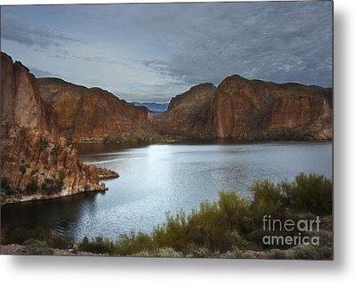 Apache Trail Canyon Lake Metal Print by Lee Craig