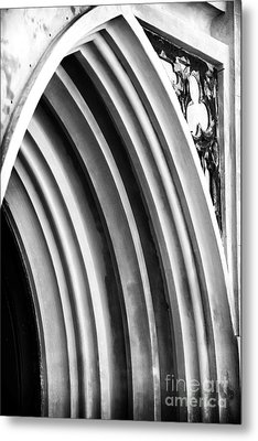 Arches At Huguenot Metal Print by John Rizzuto