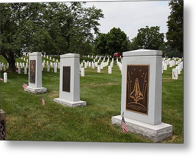 Arlington National Cemetery - 01138 Metal Print by DC Photographer