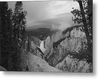 Artist Point Black And White Metal Print by Robert  Moss
