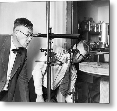 Astronomers Measure Star Heat Metal Print by Underwood Archives