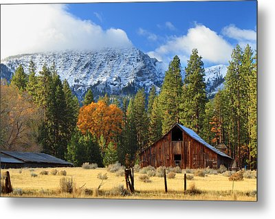 Autumn Barn At Thompson Peak Metal Print by James Eddy