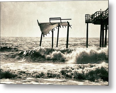 Avon Pier North Carolina Metal Print by Patricia Januszkiewicz