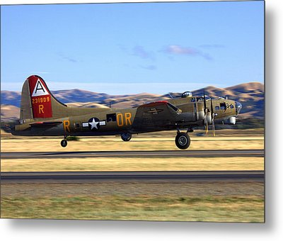 B17 Flying Fortress Departs Livermore Klvk Metal Print