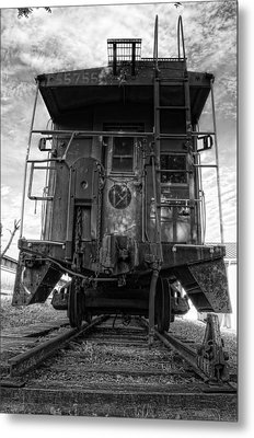 Back Of The Line - Bw Metal Print by Steve Hurt