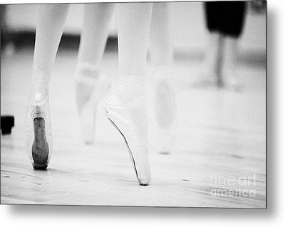 Ballet Students Demonstrating En Pointe Classical Technique At A Ballet School In The Uk Metal Print by Joe Fox