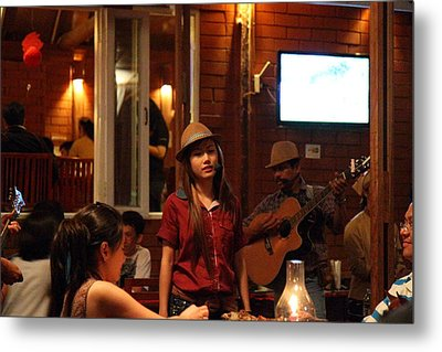 Band At Palaad Tawanron Restaurant - Chiang Mai Thailand - 01137 Metal Print by DC Photographer