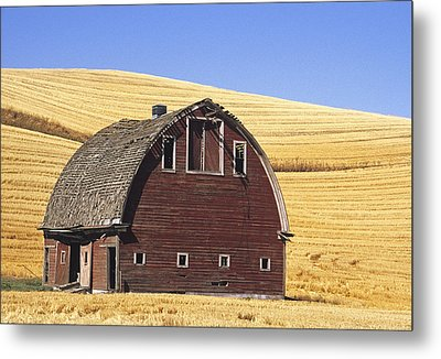 Basic Palouse Barn Metal Print by Latah Trail Foundation