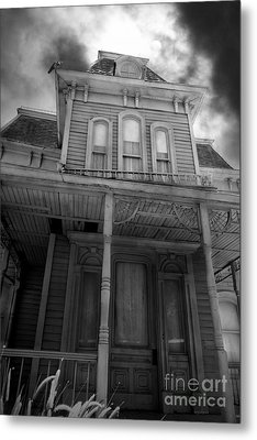 Bates Motel 5d28867 Bw Metal Print by Wingsdomain Art and Photography