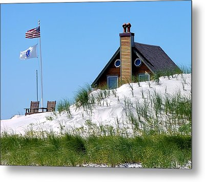 Metal Print featuring the photograph Beach House by Janice Drew