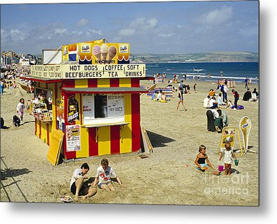Beach Hut Metal Print by David Davies