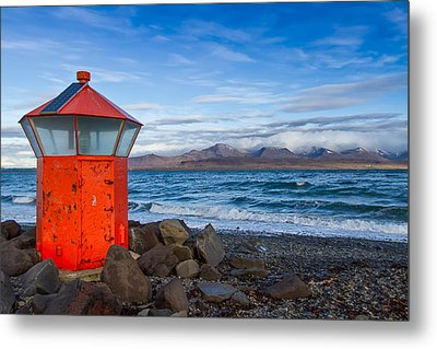 Beacon At Hvaleyrarviti In Iceland Metal Print by Andres Leon