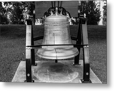 Bell At Tn State Capitol Metal Print by Robert Hebert