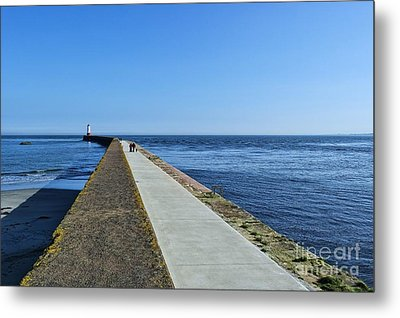 Metal Print featuring the photograph Berwick Pier And Lighthouse by Les Bell