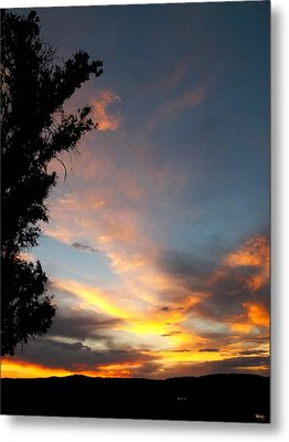 Between Night And Day Metal Print by Glenn McCarthy Art and Photography