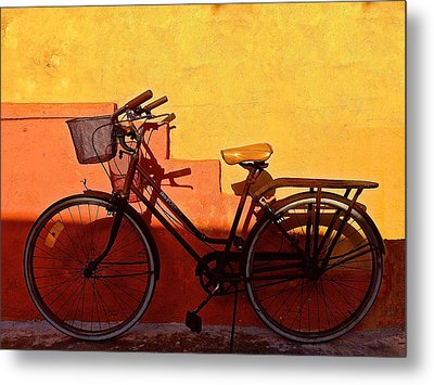 Bicycle Isla Mujeres Metal Print by Andrew Wohl