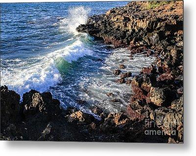 Big Waves Crashing On Lava Cliffs On Maui Hawaii Coastline Metal Print