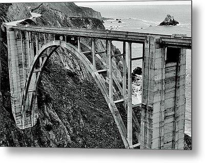 Bixby Creek Bridge Black And White Metal Print by Benjamin Yeager