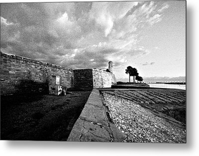Black And White Castillo De San Marcos View 4 Metal Print