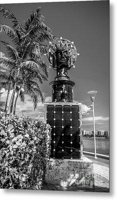 Blue Crown Statue Miami Downtown - Black And White Metal Print by Ian Monk