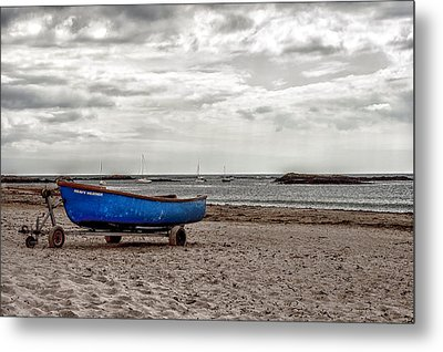 Boat On The Beach At Rhosneigr Anglesey Metal Print by Georgia Fowler