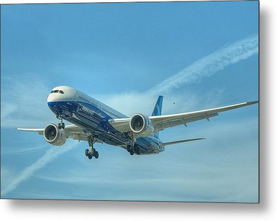 Metal Print featuring the photograph Boeing 787-9 by Jeff Cook