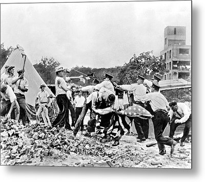 Bonus Army Vets Battle Cops Metal Print by Underwood Archives