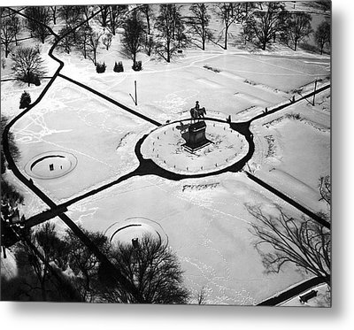 Boston Public Gardens Metal Print by Underwood Archives