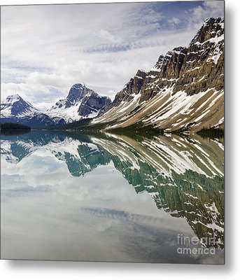 Bow Lake Metal Print by Dee Cresswell
