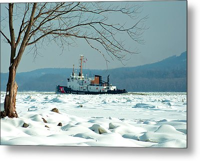 Breaking Ice Metal Print