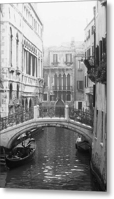 Bridge In Venice Metal Print by Dorothy Berry-Lound