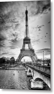 Bridge To The Eiffel Tower Metal Print by John Wadleigh